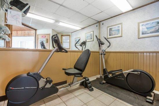 Econo Lodge Inn & Suites - Plattsburgh: Fitness center