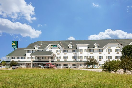Quality Inn & Suites Lincoln: Exterior