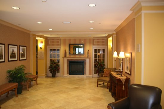 Holiday Inn Express & Suites Florence I-95 & I-20 Civic Ctr: Hotel Lobby