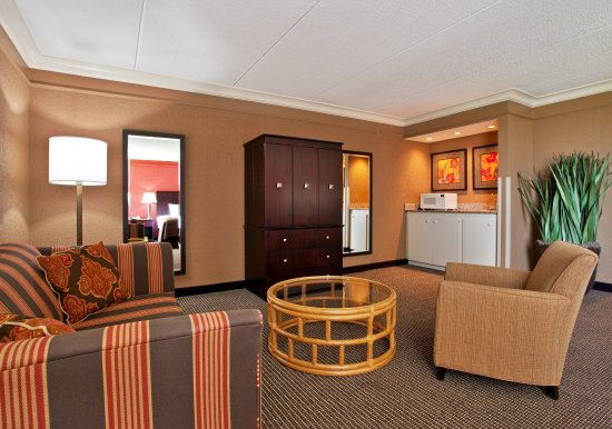 Strongsville, Огайо: Our beautifully spacious and luxurious Junior Suite.