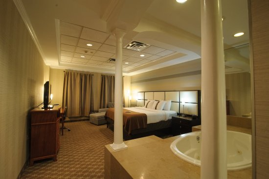 Holiday Inn Plainview - Long Island: Spacious & Comfortable Presidential/Bridal Suite
