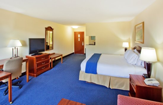 Holiday Inn Express & Suites Atlanta N-Perimeter Mall Area: King Bed Guest Room