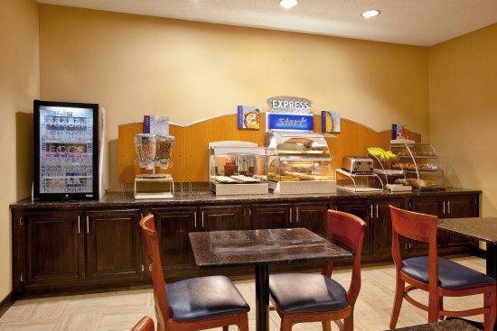 Holiday Inn Express Benton Harbor: Breakfast buffett