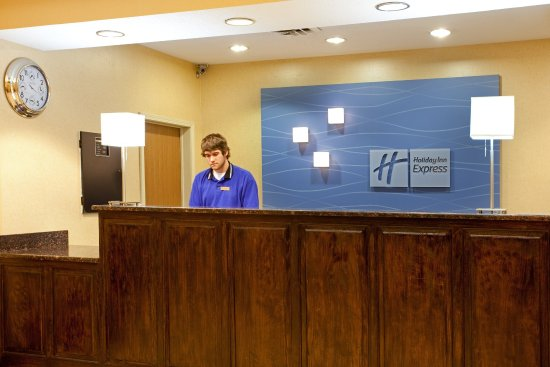 Holiday Inn Express Benton Harbor: Front Desk