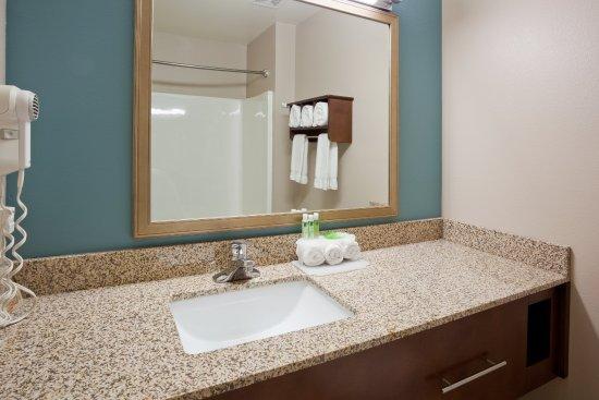 Saint Cloud, MN: Guest Bathroom Vanity Area