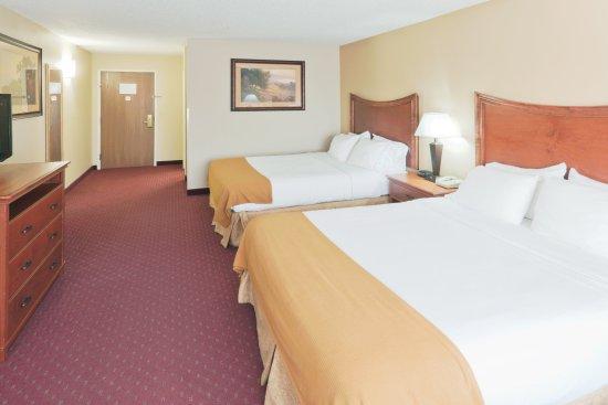 Fort Pierre, SD: Double Queen Guest Room