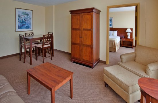 Holiday Inn Mayaquez & Tropical Casino: Junior Suite
