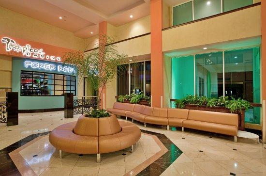 هوليداي إن ماياجويز آند تروبيكال كازينو: Hotel Lobby