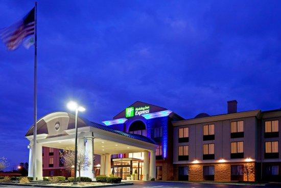 Rensselaer, NY: Hotel Exterior Night