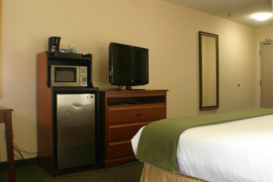 Holiday Inn Express & Suites Ex I-71/ Oh. State Fair/Expo Center: Our spacious accessable rooms meet all ADA requirements
