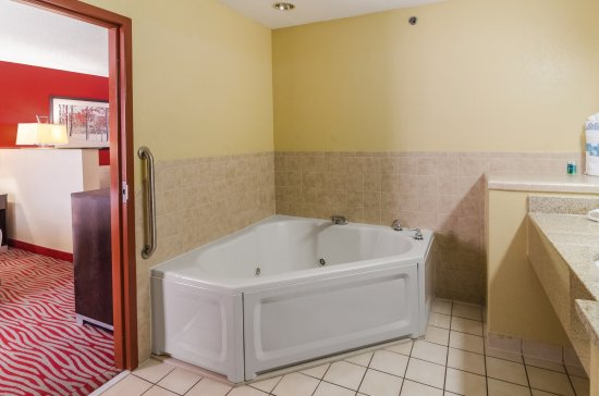 Vinita, OK: Guest Bathroom