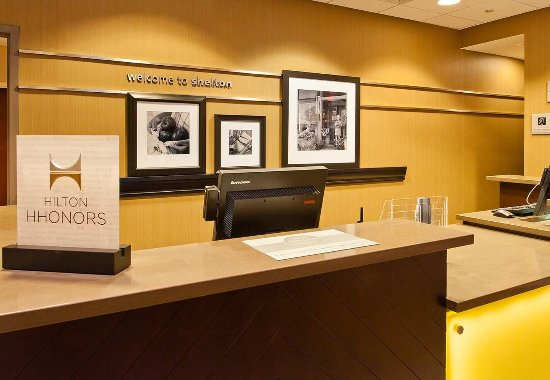 Hampton Inn by Hilton Shelton: Front Desk