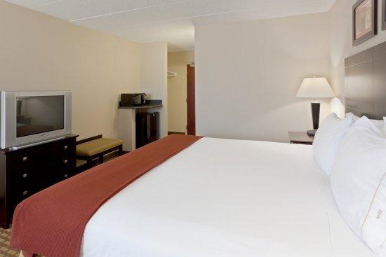 Woodstock, VA: King Bed Guest Room
