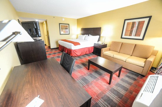 Bowling Green, OH: King Bed Guest Room