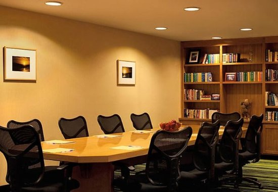 Sebastopol, CA: Library / Meeting Room
