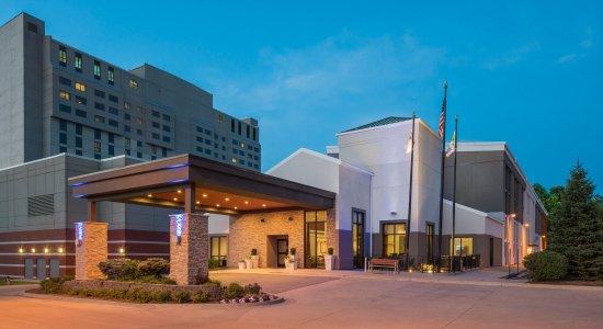 Holiday Inn Express Springfield: Hotel Exterior