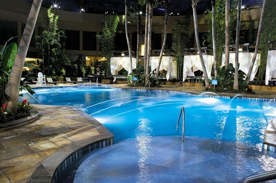 Harrah's Resort Atlantic City: Nightlife at The POOL