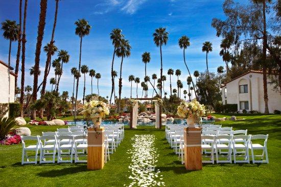 Omni Rancho Las Palmas Resort & Spa : Las Palmas Lawn