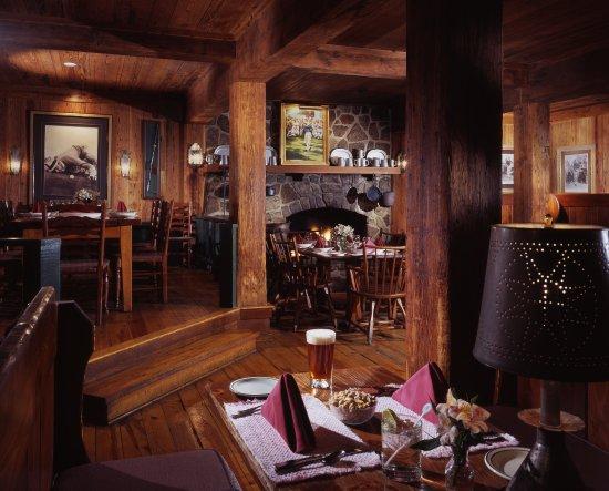 Hot Springs, VA: Sam Snead's Tavern