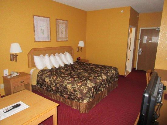 Clinton, MO : Standard king room