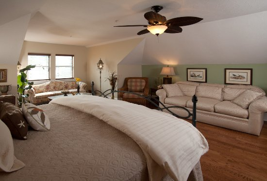 Blue Heron Inn - Amelia Island: Sandpiper Suite 3rd Floor with 2 person whirlpool and shower
