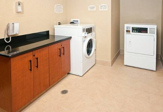 Millbrae, CA: Guest Laundry