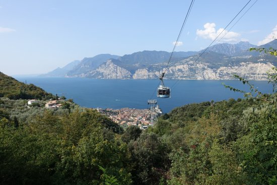 Hotel Castello Lake Front: The cable car from Malcesine to Monte Baldo