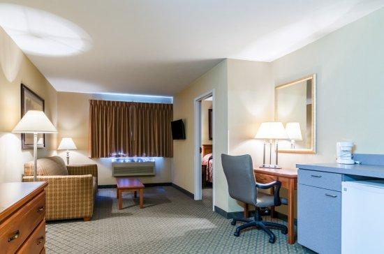 Cozad, NE: Guest Room