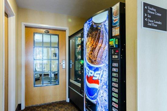 Cozad, NE: Vending