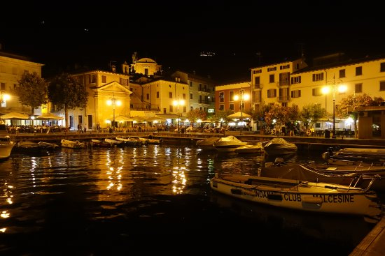 Hotel Castello Lake Front: Malcesine harbour at night