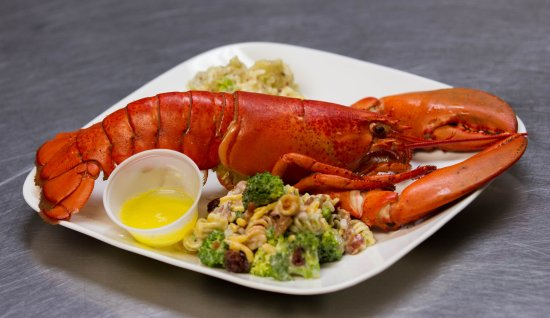 Montague, Canada: PEI Lobster is the best! Come experience a one of a kind lobster dinner on the water!