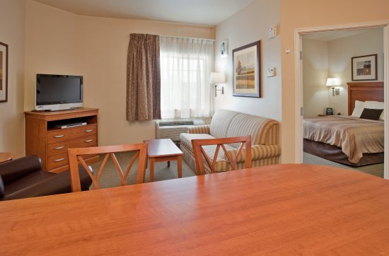 Jefferson City, MO: One Bedroom Suite