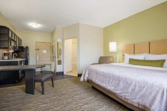 Jefferson City, MO: King Bed Guest Room
