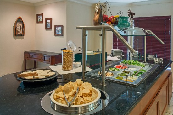 Staybridge Suites Tallahassee I-10 East: Evening Manager's Social Buffet with Complimentary Beer & Wine