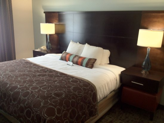 Dublin, Ohio: King Bed Guest Room