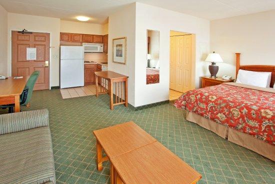 Aurora, IL: Suite