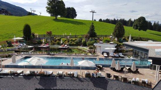 Rohrmoos-Untertal, Austria: 25m Pool mit Naturschwimmteich