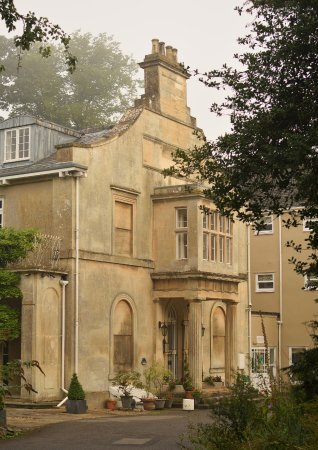 Chiseldon House: the front of the hotel great back drop for wedding photos