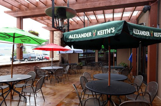Vernon, Canada: The Green - outside heated non smoking Patio