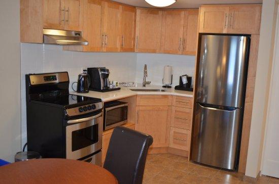 The Inn on Long Lake: Family Suite Kitchen