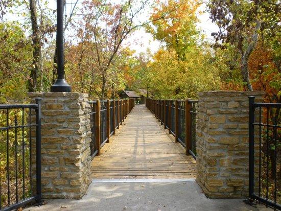 Sharonville, OH: Walkway