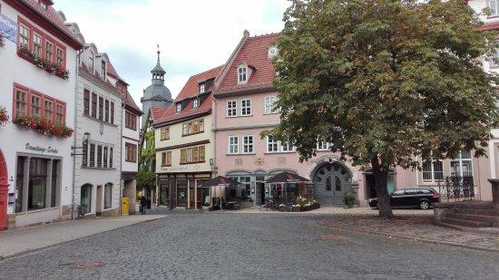 Gotha Marktplatz, Gasthof ist im rosa Gebäude