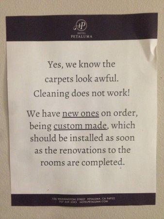 เปตาลูมา, แคลิฟอร์เนีย: They're right, the carpets were awful. As were the walls, the ceilings, the showers, the sinks..