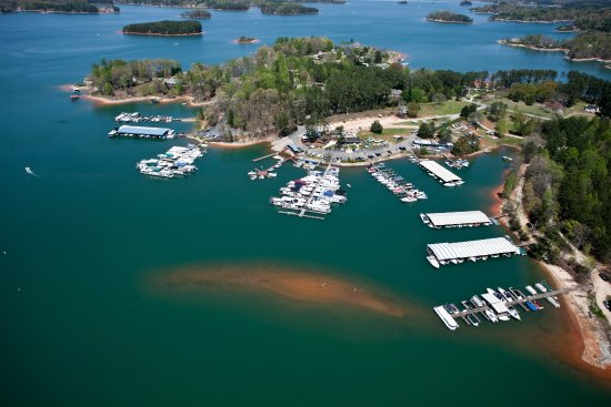 Seneca, SC: Overview of Keowee Marina