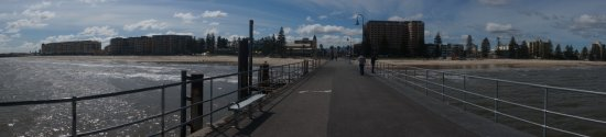 Glenelg, Australia: 桟橋から街を臨む