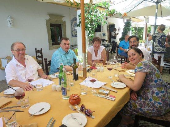 Santa Barbara de Nexe, Portugalia: Lovely for a family lunch in the summer