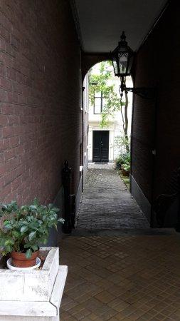 Gorinchem, Holandia: romantic path to the real entrance