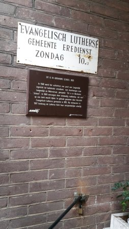 Gorinchem, Holandia: sign with the time of the weekly service