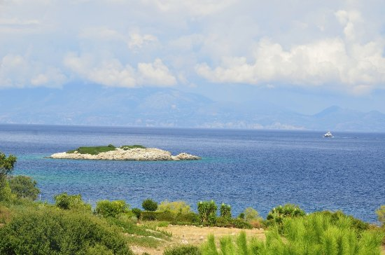 Makris Gialos, Yunani: View towards Kefalonia