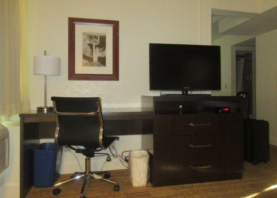 BEST WESTERN Pony Soldier Inn & Suites: Desk, TV Area, BW Pony Soldier, Flagstaff, AZ